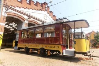Stary żółty trolejbus